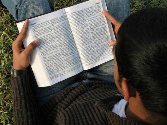gospel-reading-1167792-640x480