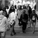 nosso perdão, pessoas, caminhando
