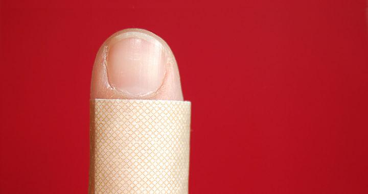 consequências necessárias, curativo, dedo